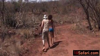 Стройная старушка julia red трахается в анус с юношей и массажирует ладошкой клиторок